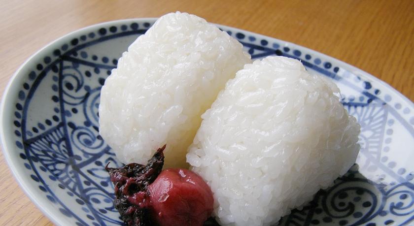 長寿米で塩むすび