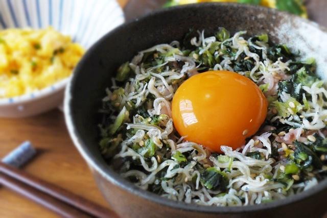 黄身だけで玉子ご飯にするとトロリと濃厚な味。